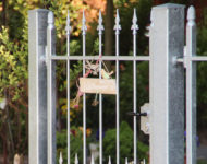Das minimalistische Gartentor Den Haag Klassik.