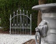 Das Gartentor Den Haag Swing strahlt verspielte Eleganz aus.