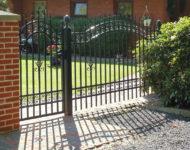 Garten Zaun Unna ist edel und hat verspielte Verzierungen.