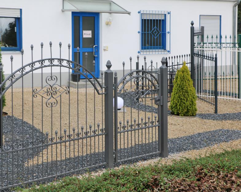 Zäune und Tore auf dem Ausstellungsgelände in Bobingen